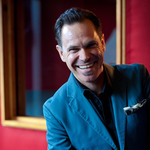 View artist Kurt Elling