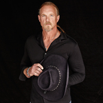 View artist Trace Adkins