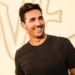 View artist Jake Owen